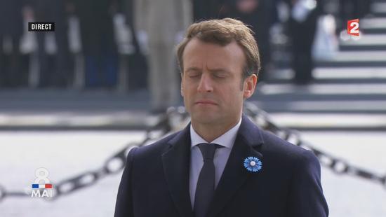 porte un bleuet de france